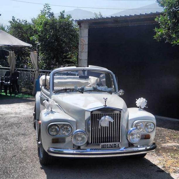 http://noleggiorollsroycenapoli.myblog.it/wp-content/uploads/sites/299737/2014/01/rolls-cabrio.jpg